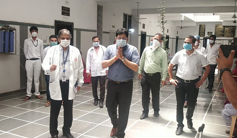 Dedicated work: Rajendra Bhatt (centre) during a visit to MG Hospital, Bhilwara, where a majority of Covid-19 patients were admitted