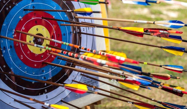 Archery-target-with-arrows-arrow--shut