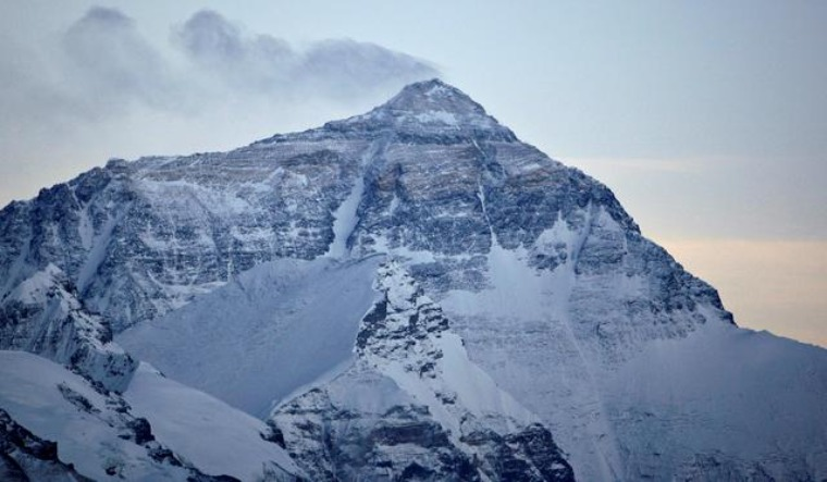 Researchers question claims of seeing Himalayan peaks from plains