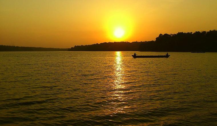 Sasthamkotta-Lake-largest-fresh-water-lake-kerala-wikipedia