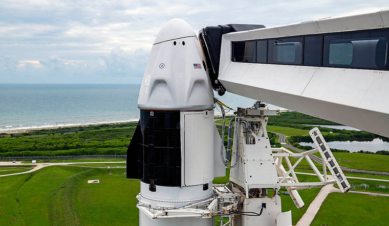 SpaceX--Dragon-capsule-Falcon-9-rocket-SpaceX