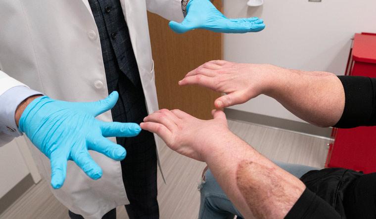 APTOPIX Face Double Hand Transplant