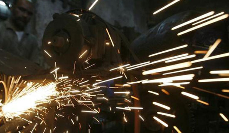 India's Industrial Output Reduced Sharply to 4.4%