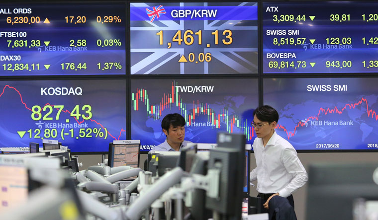 Stock markets plunge on brewing China-US trade war fears