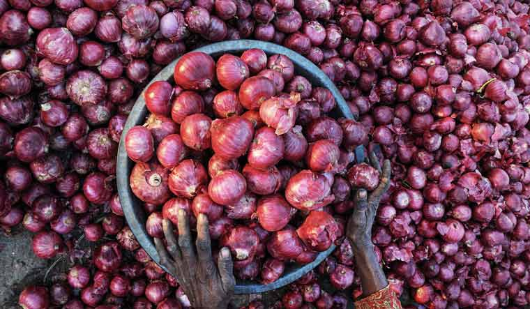 Onion prices shoot up to Rs165/kg; govt says imported onions to arrive by Jan 20