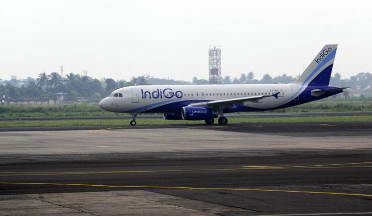 Indigo-Airlines-flight-runway-Salil-Bera-01