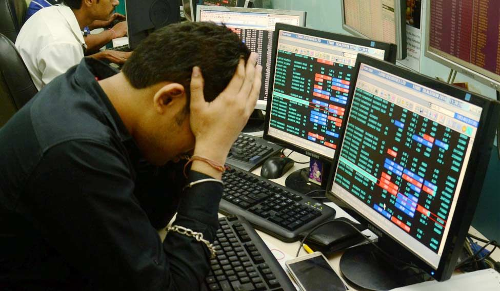 Sensex tanks 546 pts on global sell-off over Fed rate concern