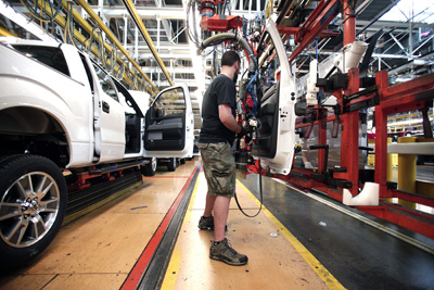 US-FORD-DEARBORN-TRUCK-PLANT-BUILDS-NEW-2014-F-150-TRUCKS