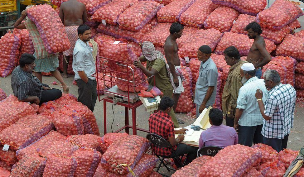 INDIA-ECONOMY-ONION-INFLATION