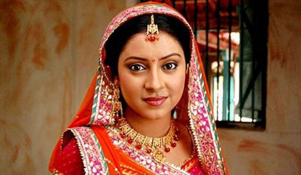 Pratyusha commits suicide