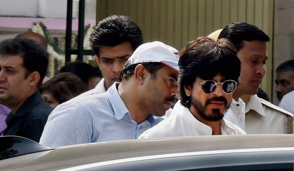 Actor Shah Rukh Khan attends the cremation of his father in-law Colonel Ramesh Chibber at Lodhi Road Crematorium in New Delhi