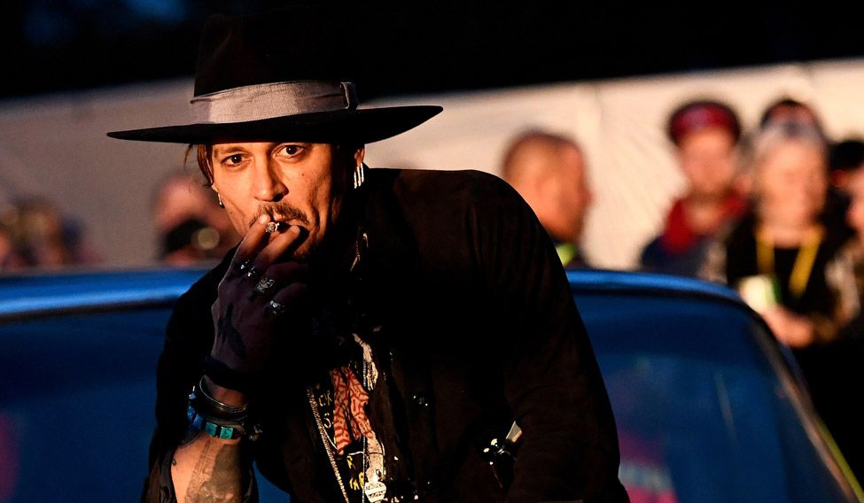 Johnny Depp apologises...