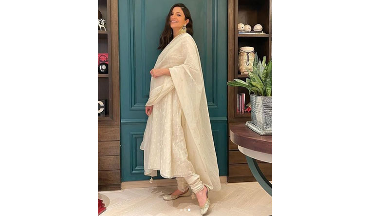 Mom-to-be Anushka Sharma dazzles in white on Diwali