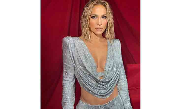 Jennifer Lopez goes nude for cover of her upcoming single