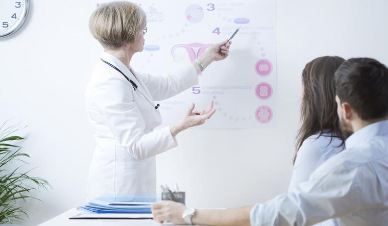 infertility-Experienced-gynecologist-explaining-infertile-couple-in-vitro-method