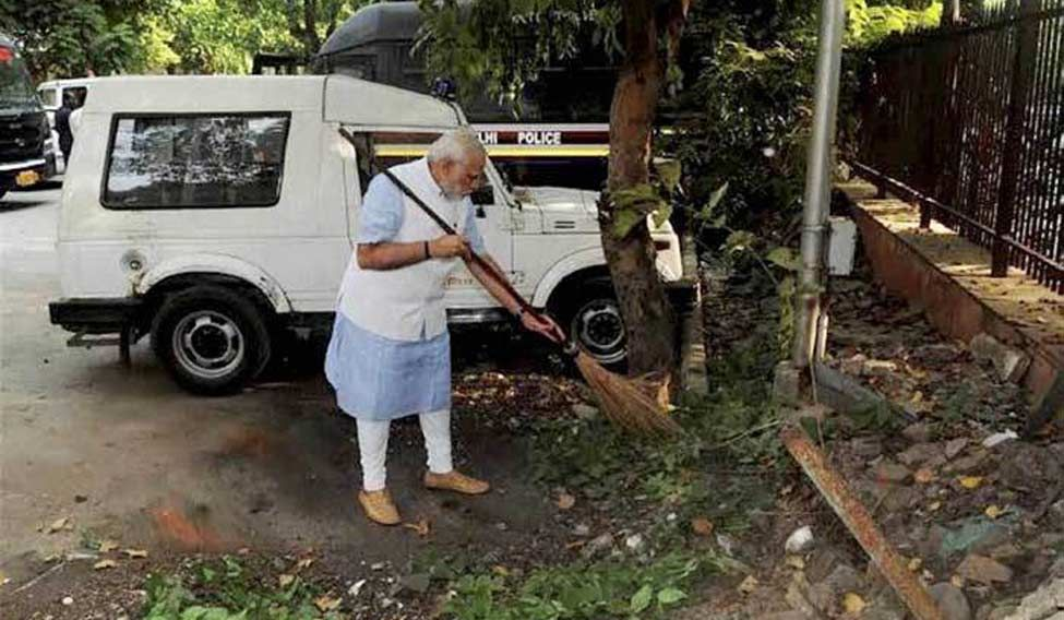 modi-clean-india-pti