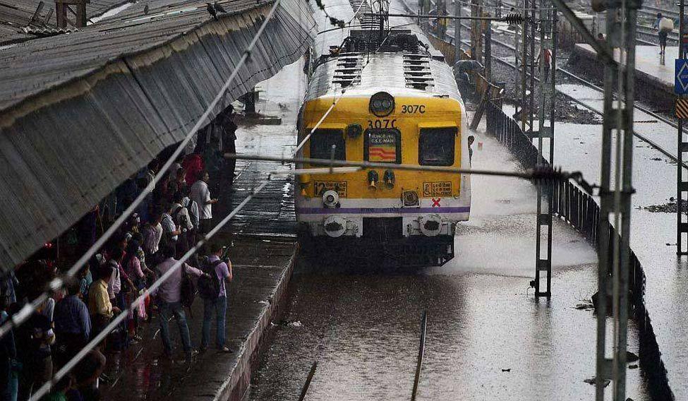 mumbai_train-pti