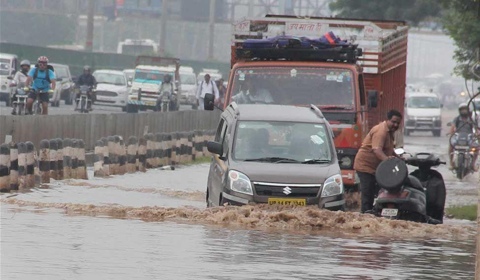 Delhi- Gurgaon expressway in Gurgaon on Tuesday