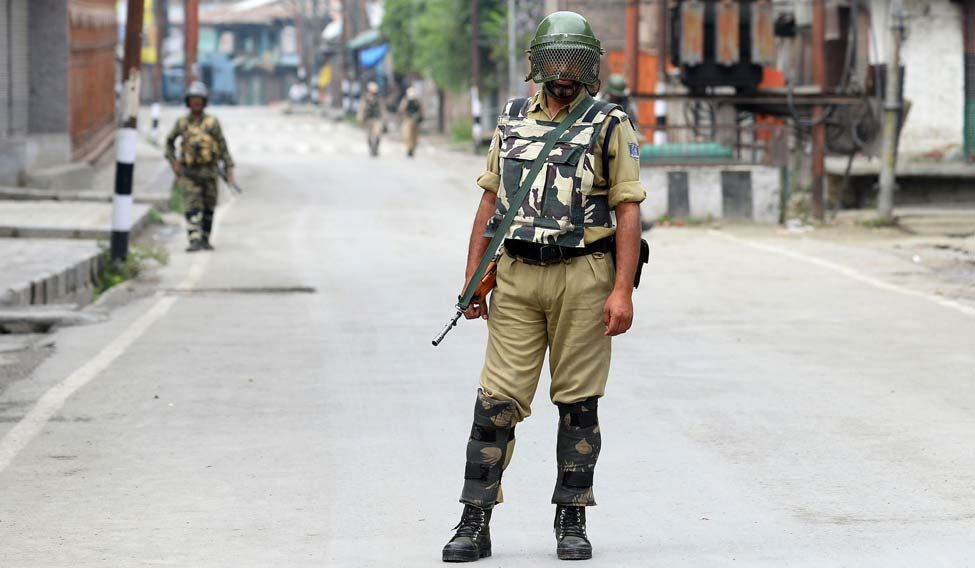 kashmir-trooper-afp
