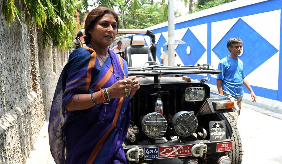 BJP-leader-Roopa-Ganguli-going-to-cast-her-vote1