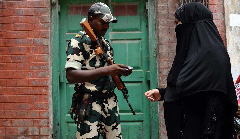 Central-force-checking-identity-at-polling-station-in-Kolkata1