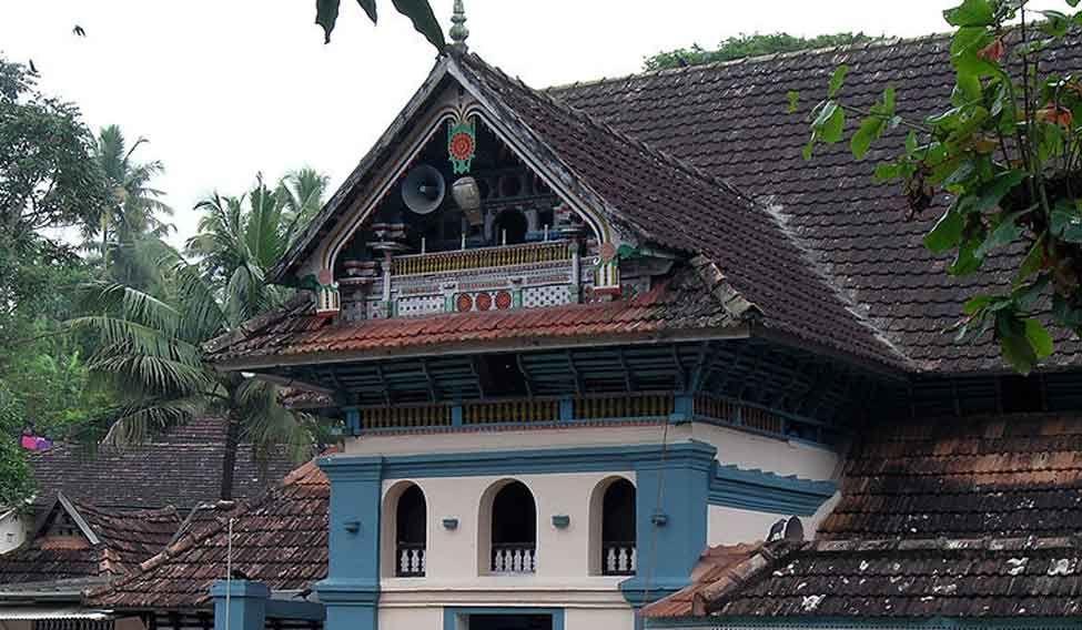 1,000-year-old mosque in Kerala allows women inside