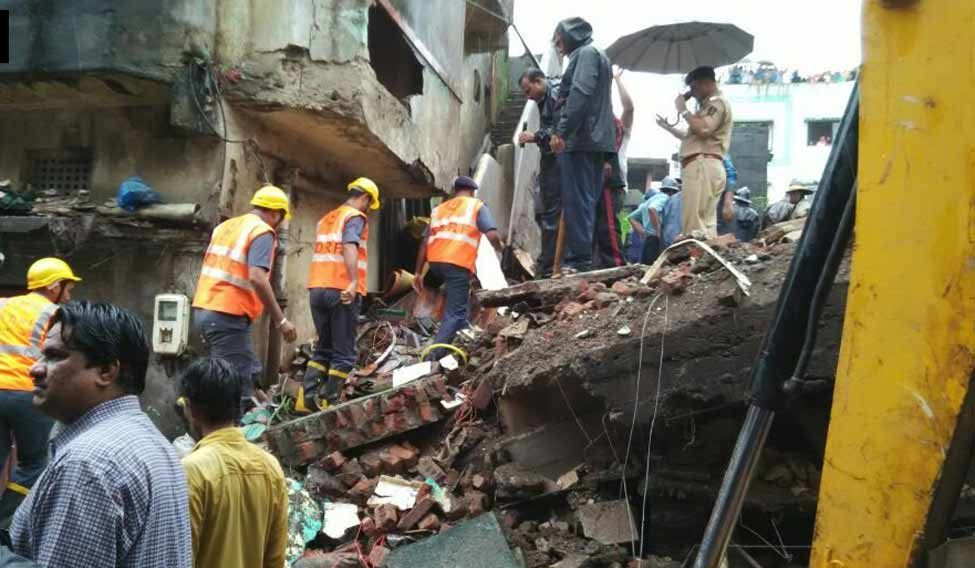 Eight dead, many feared trapped as building collapses in Mumbai