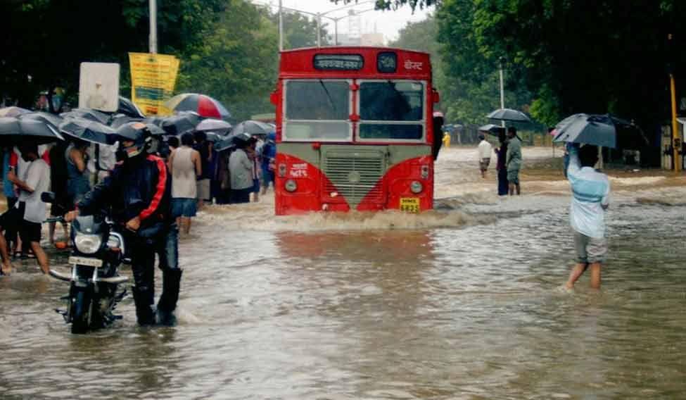Bombay_flooded_street