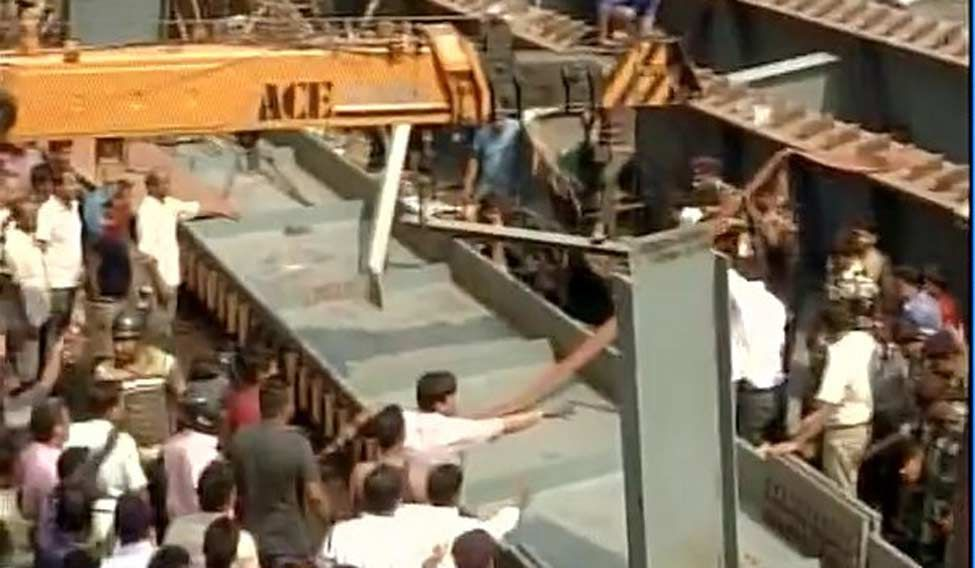 10 feared dead after flyover collapses in Kolkata