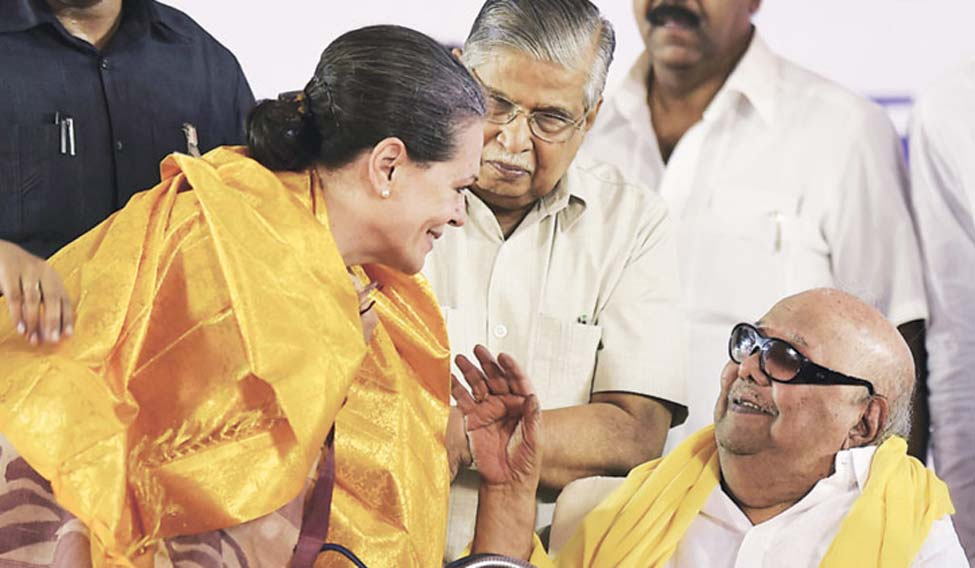 Sonia greets Karunanidhi on alliance victory in 98 seats
