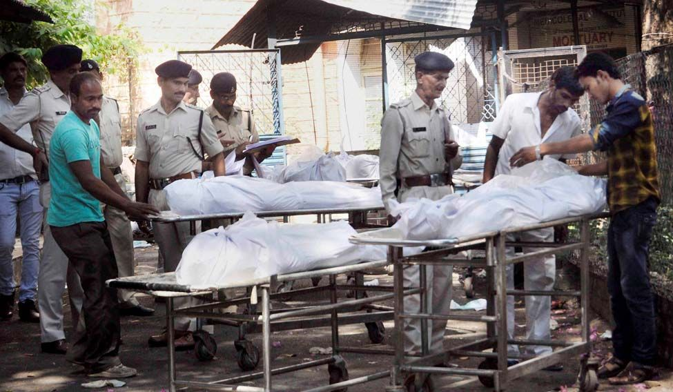 Bodies of suspected SIMI terrorists who were killed in an encounter after they escaped from central jail, being handed over to their relatives and family members after post-mortem in Bhopal