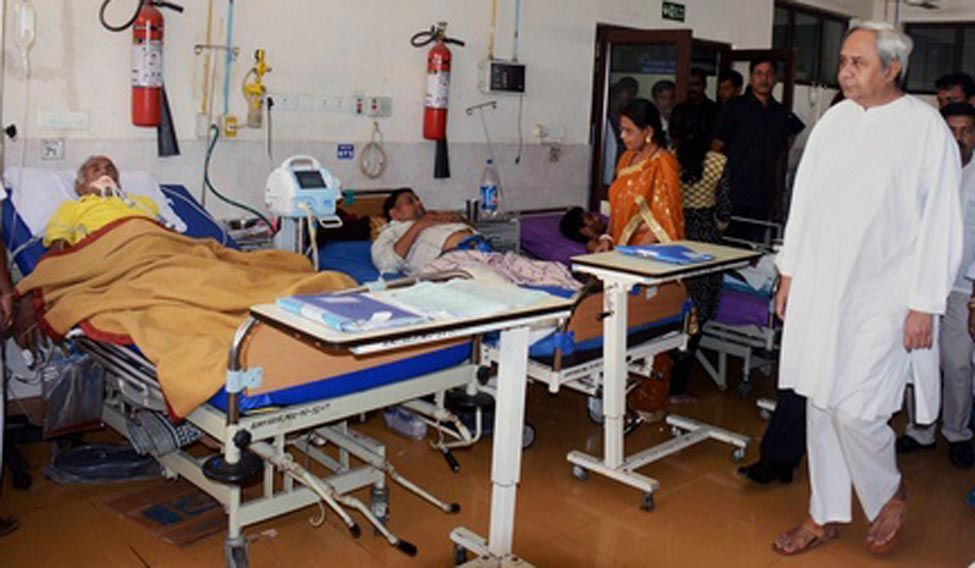 Odisha Chief Minister Naveen Patnaik visits the patients of SUM Hospital where a fire broke out