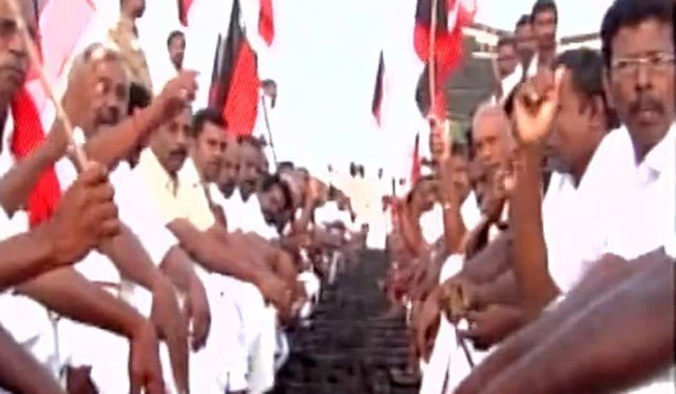 Cauvery dispute: Opposition parties stage rail roko across TN