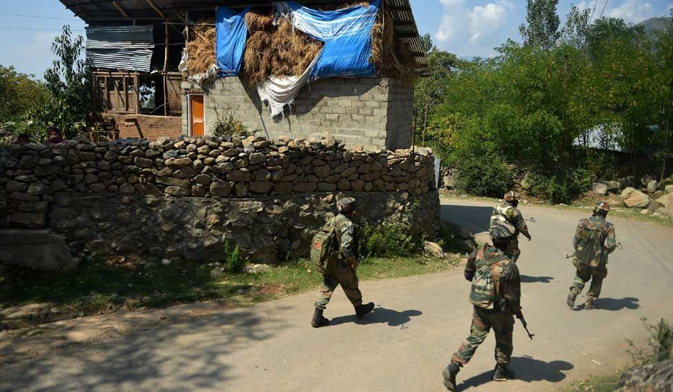 Militants ambush security convoy in Kashmir
