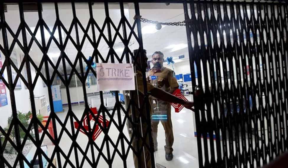 Partial response to bandh in AP, Telangana; life crippled elsewhere