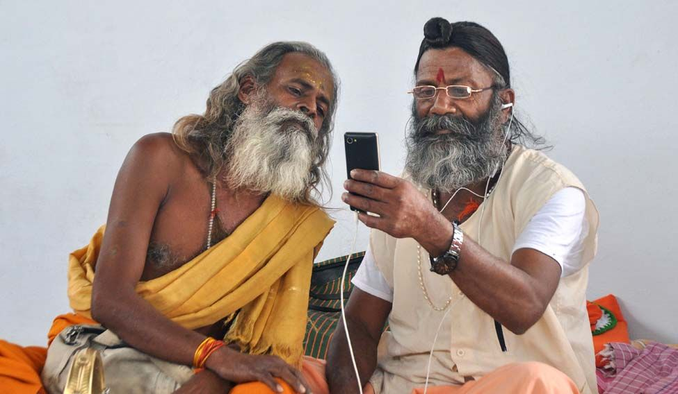 INDIA-RELIGION-HINDU-TECHNOLOGY-MOBILE