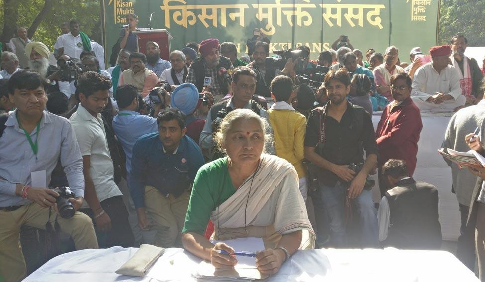 medha-patkar-farmers-protest-soumik