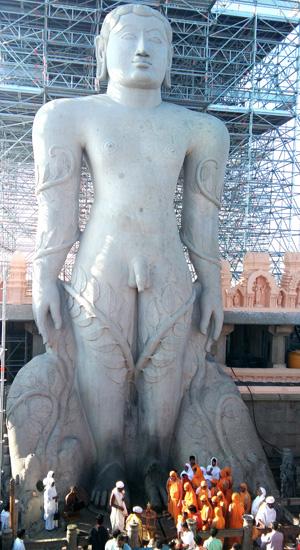 bahubali-statue-jain-full-prathima-nandakumar