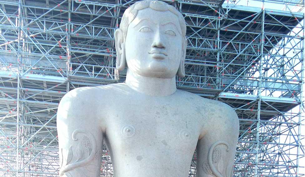bahubali-statue-jain-prathima-nandakumar