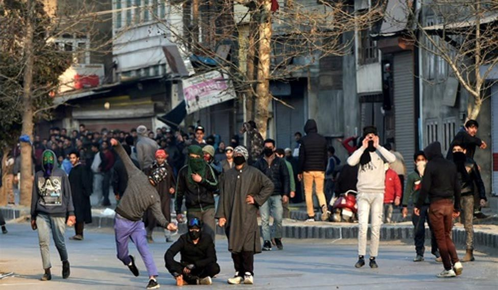 Shopian shuts on sixth straight day against killings