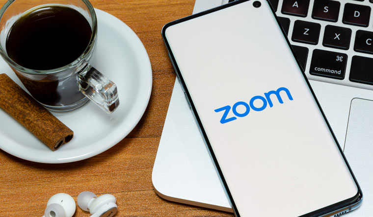 logo-Zoom-Cloud-Meeting-online-meetings-group-messaging-shut