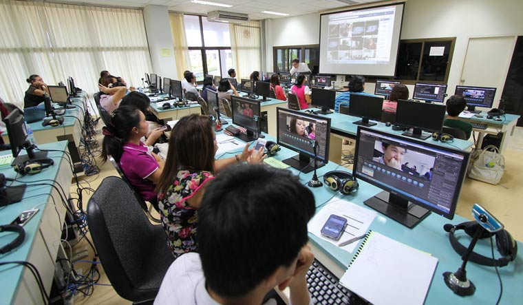 teachers-study-with-augmented-reality-technology-thailand-shut