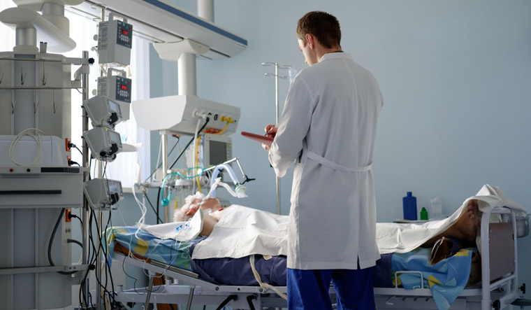 ICU-hospital-patient-doctor-ventilator-shut