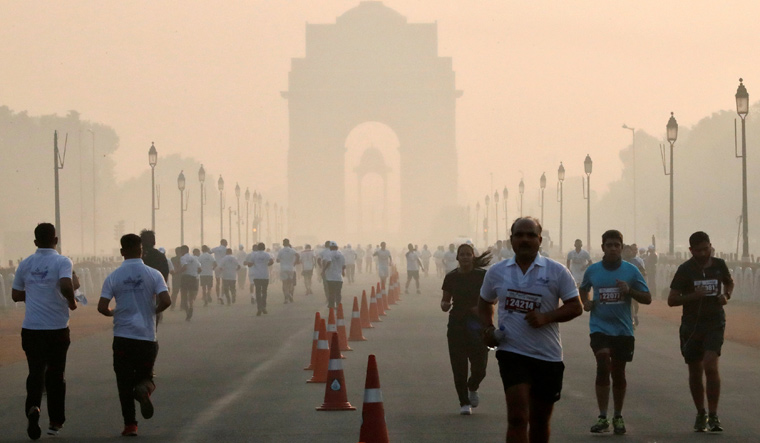 Delhi's air quality oscillate between 'poor' and 'very poor' categories, say authorities