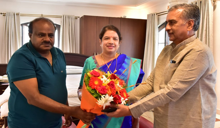 Karnataka Legislative Council Chairman Basavaraj Horatti congratulating Chief Minister H.D. Kumaraswamy's wife Anitha Kumaraswamy on winning the Ramanagara assembly seat