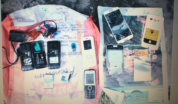 NIA raids Srinagar jail, seizes mobile phones