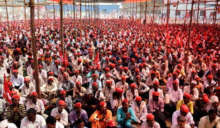 farmers-mumbai-ap13318