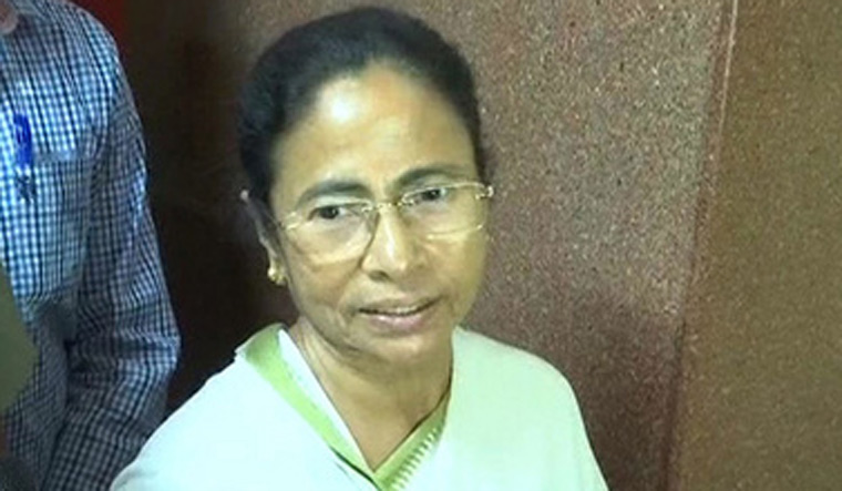 Mamata meets Sonia, asks Congress to be part of united opposition front