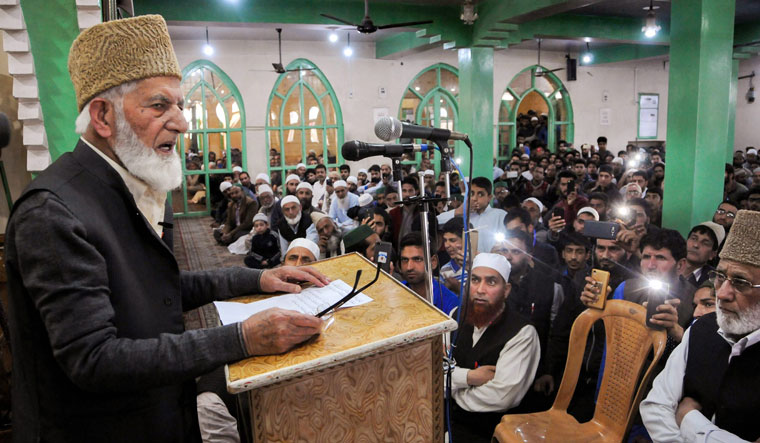 [File] Syed Ali Shah Geelani addresses his supporters in Srinagar | PTI