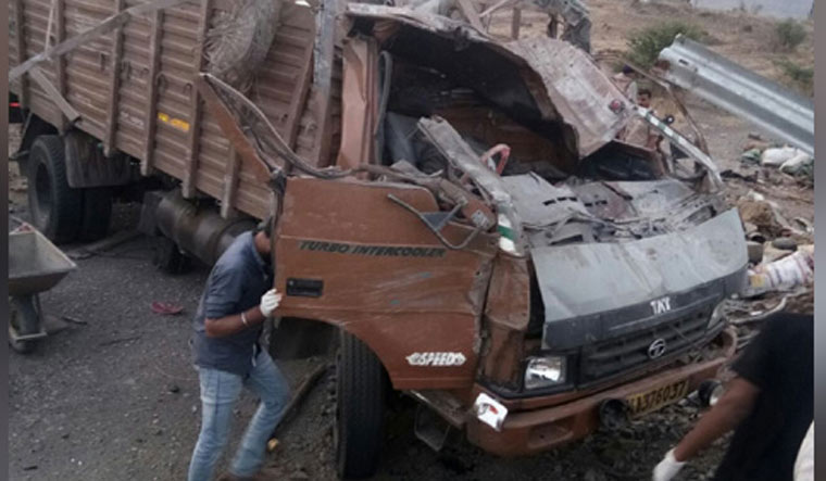 18 workers killed as truck overturns in India